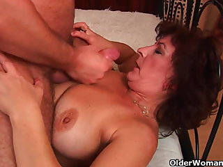Grandma with big tits and perishable pussy gets facial