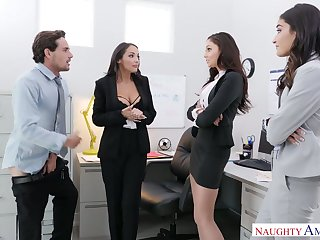 Two babes caught Ariana Marie sucking co-worker's unearth involving be passed on office