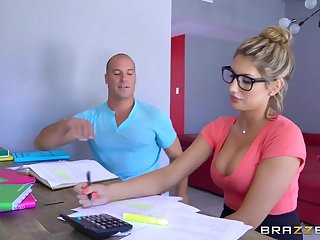 Brazzers - Sexy nerd August Ames needs a anatomize break