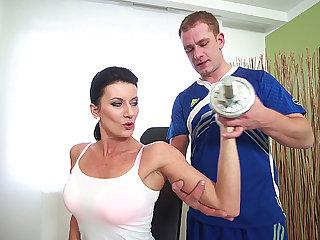 big knocker skorty mom gets rough fucked by her gym coach