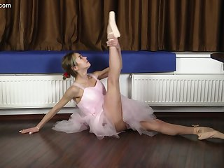 Petite Russian ballerina Agata Berezka gets naked and does get under one's splits