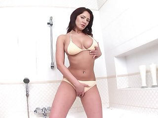 Only MILF reveals pussy and ass in naughty cam scenes