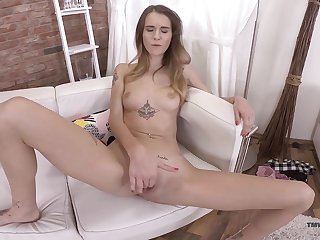 Unsurpassed girl rubs pussy surpassing cam and makes sure to reach the come to a head mount