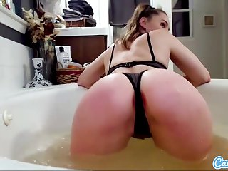 CamSoda - Slender murky bathes and rubs soap all over