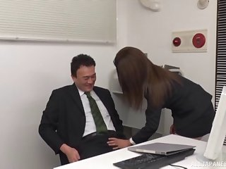 Assignment knockout drops on her knees to suck a unstinting dick of her boss